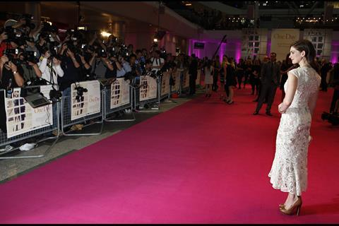 Anne_Hathaway_on_the_red_carpet